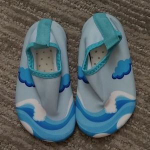 Water shoes sz140 NWOT